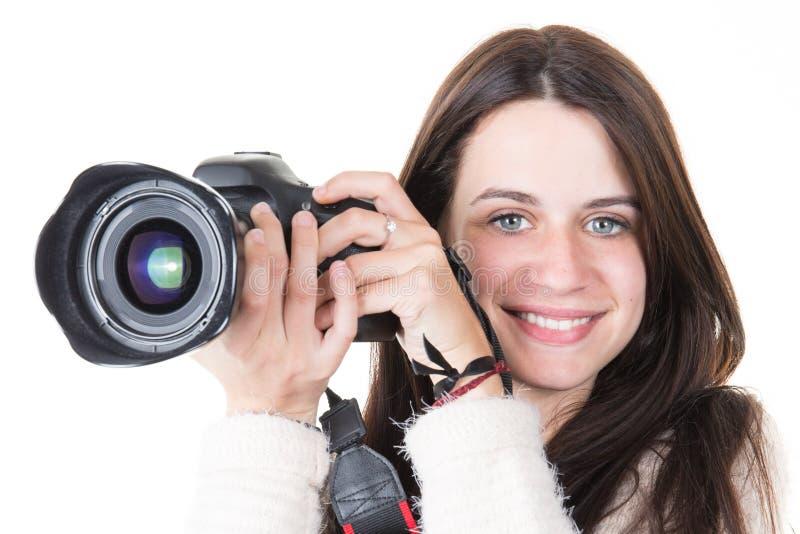 Jeune fille professionnelle de photographe posant dans le studio photo stock
