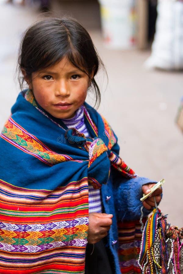 Jeune fille vendant des métiers