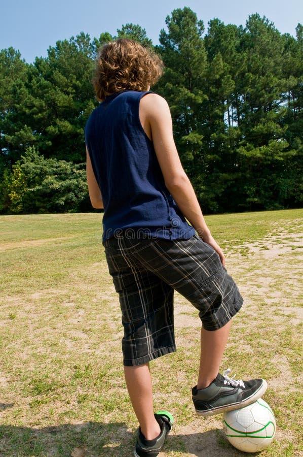 Jeune footballeur image stock
