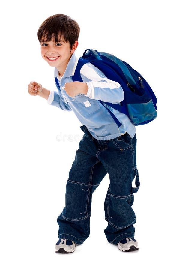 Jeune garçon adorable retenant son sac d'école image libre de droits