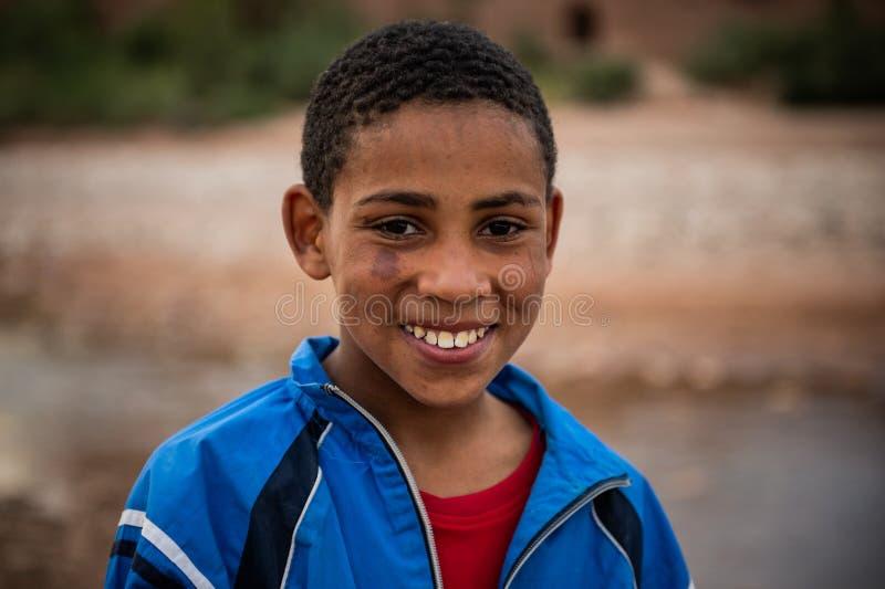 Jeune garçon comme vu en Ait Ben Haddou photographie stock libre de droits