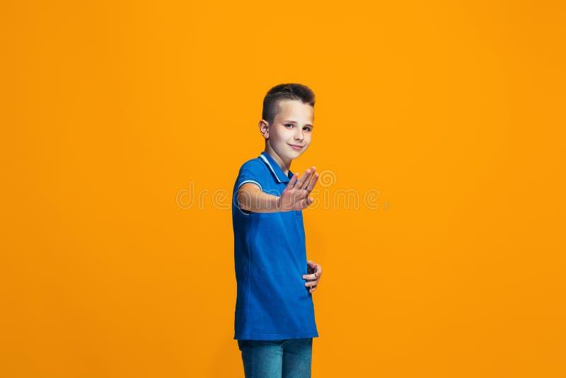 Jeune garçon de l'adolescence réfléchi sérieux Concept de doute photographie stock libre de droits