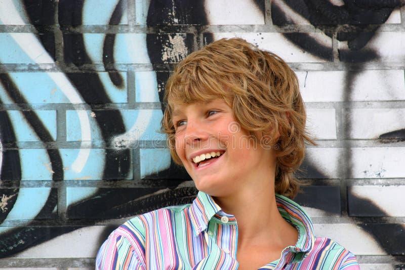Jeune garçon heureux images libres de droits