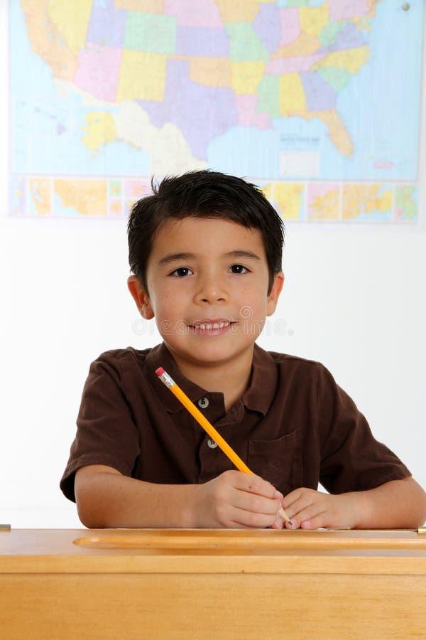 Jeune garçon heureux photographie stock