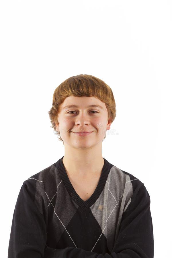 Jeune garçon heureux posant dans le studio image libre de droits