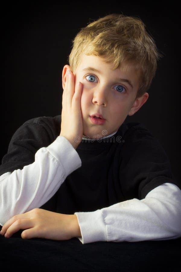 Jeune garçon incertain images libres de droits