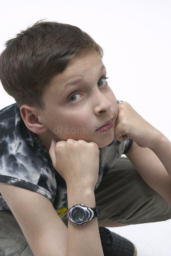 Jeune garçon pensant photographie stock libre de droits