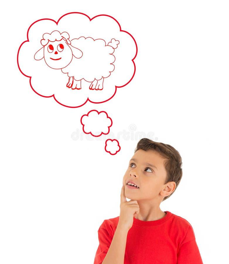 Jeune garçon rêvant avec un mouton d'Eid Ul Adha photographie stock