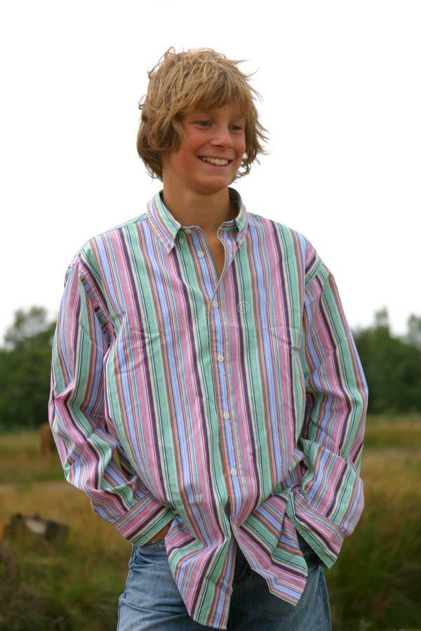 Jeune garçon riant photographie stock