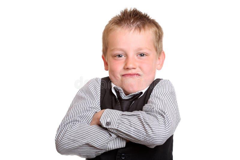 Jeune garçon semblant grincheux photographie stock libre de droits