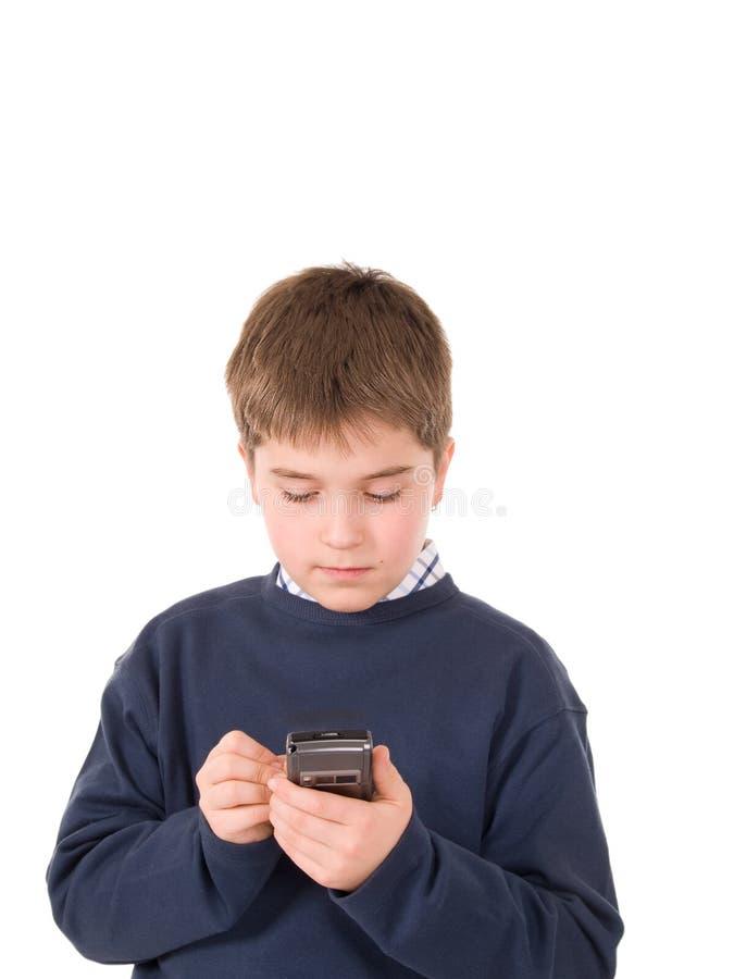 Jeune garçon utilisant un pda images stock