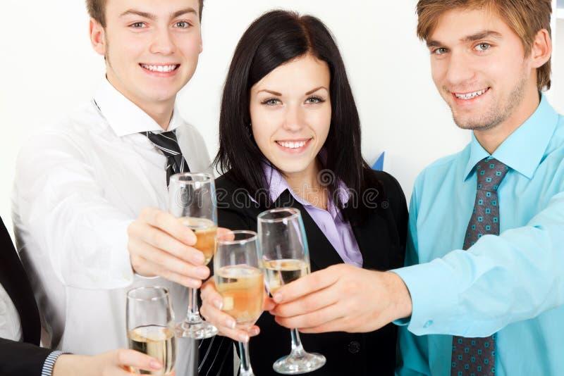 Jeune gens d'affaires dans le bureau photo libre de droits