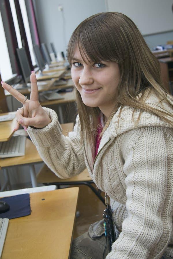 Jeune Gentille Fille Que L étudiant Travaille Avec L Ordinateur Images stock