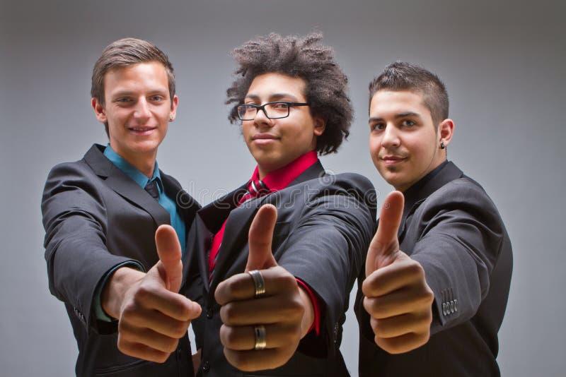 Jeune groupe de jeunes et dernier cri hommes d'affaires image libre de droits