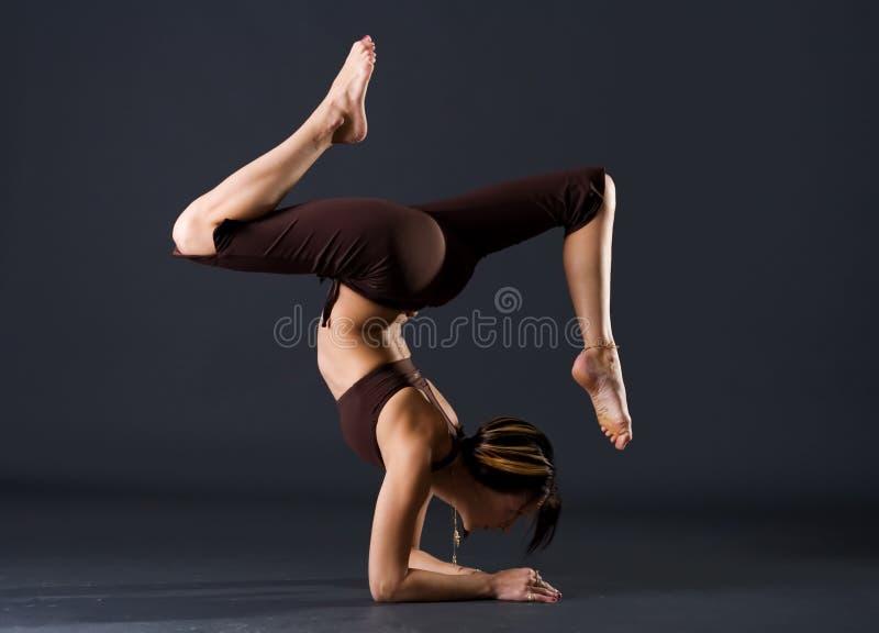 Jeune gymnaste féminin photos stock