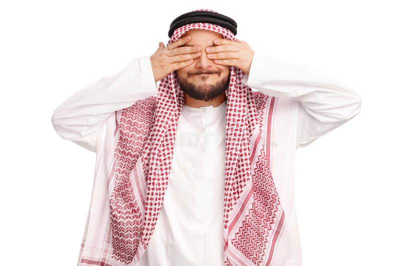 Jeune homme Arabe couvrant ses yeux images stock