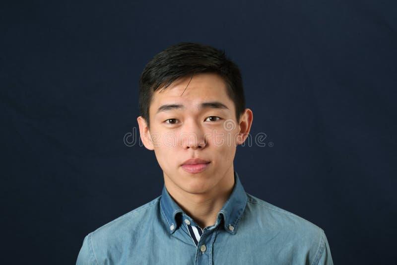 Jeune homme asiatique Romanic photographie stock
