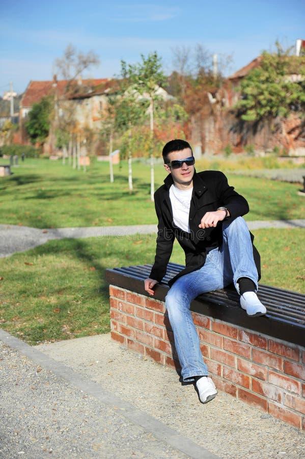 Jeune homme attirant images libres de droits