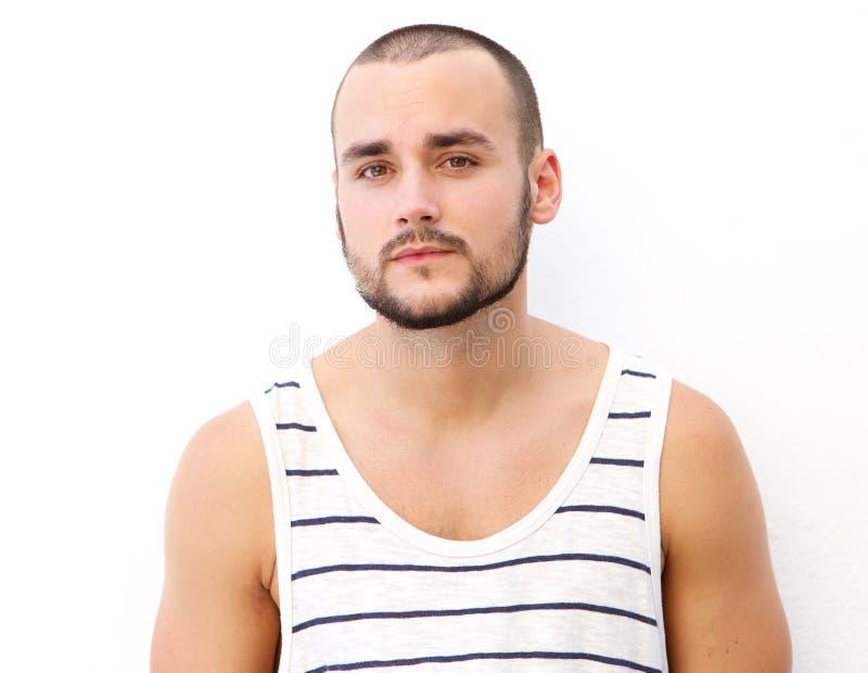 Jeune homme attirant avec la barbe photos stock