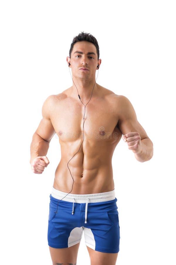 Jeune homme attirant avec le corps nu musculaire photographie stock