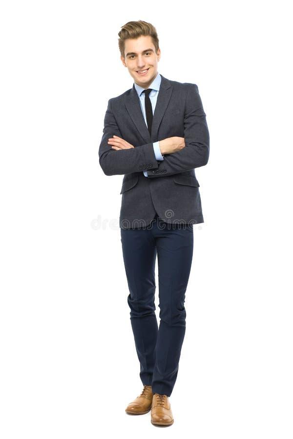 Jeune homme avec des bras pliés image stock
