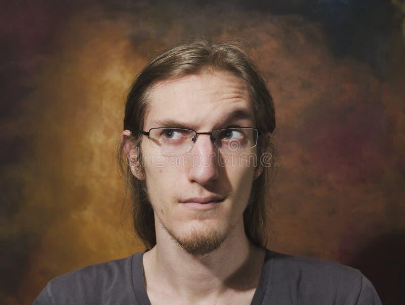 Jeune Homme Avec Le Sourcil Augmenté Image libre de droits