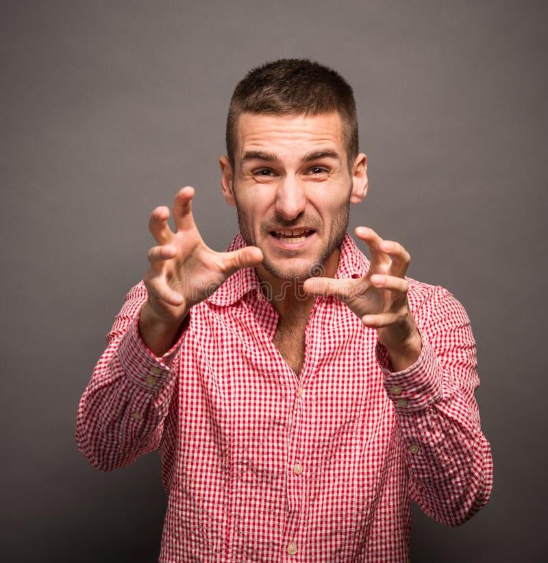 Jeune homme avec ses mains en air images stock