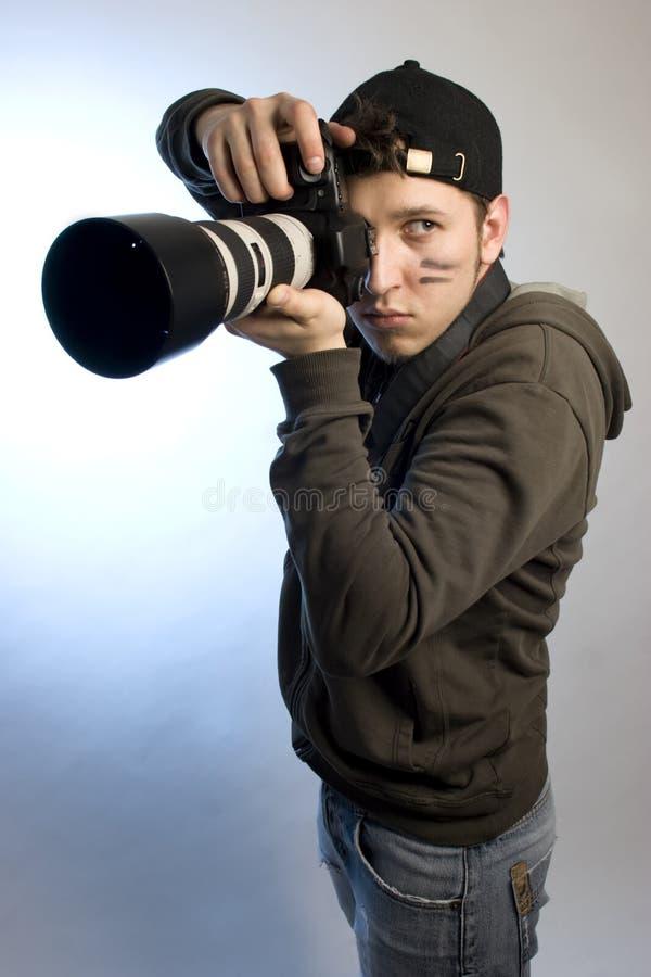Jeune homme avec un appareil-photo de photo photos stock