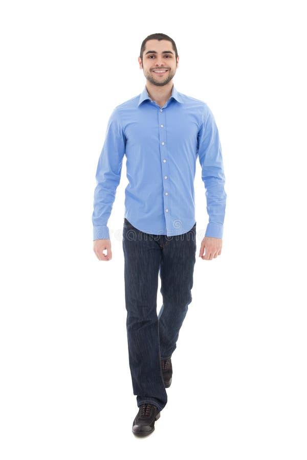 Jeune homme barbu arabe d'affaires dans la marche bleue de chemise d'isolement photographie stock libre de droits