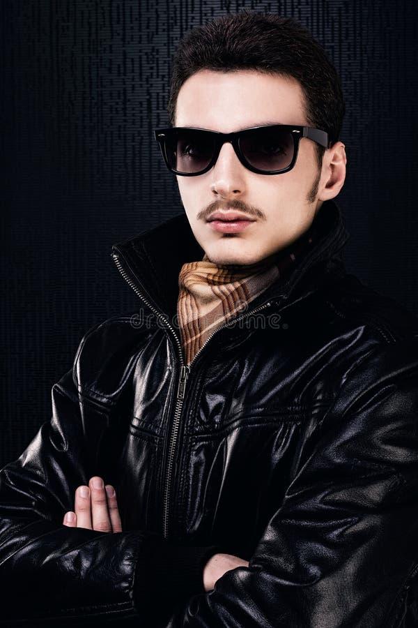 Jeune homme bel élégant photographie stock