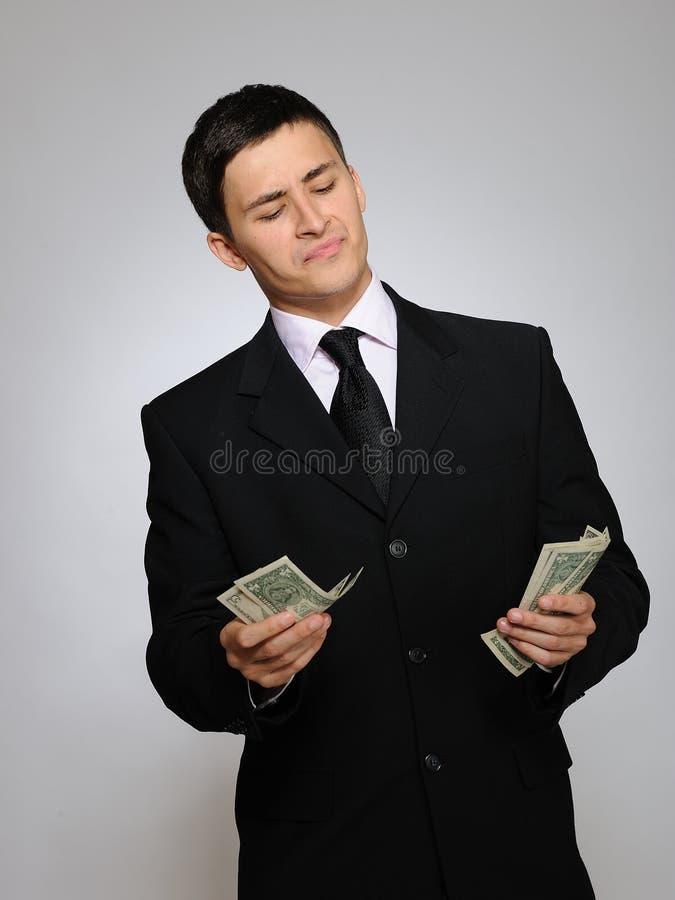 Jeune homme bel d'affaires comptant l'argent images libres de droits