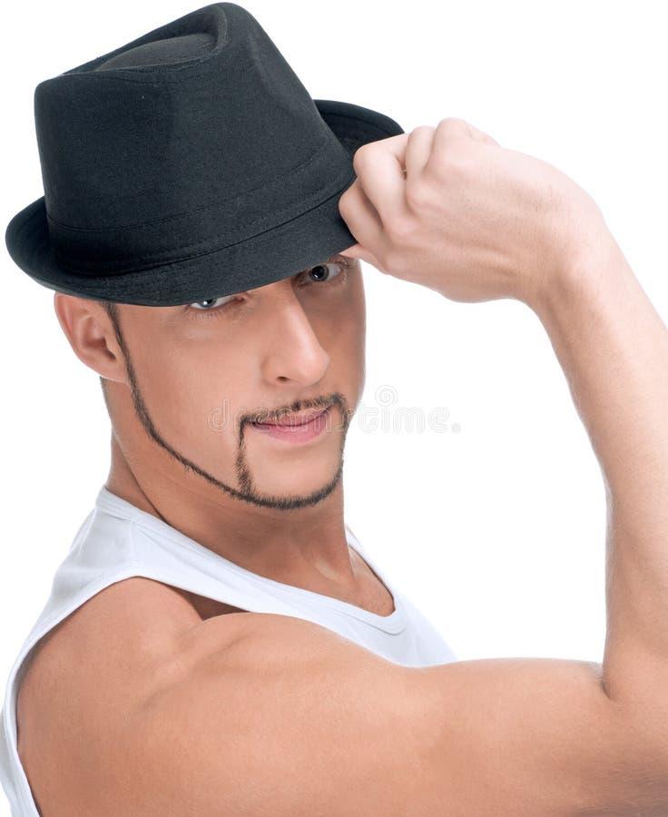 Jeune homme bel dans le chapeau noir image libre de droits
