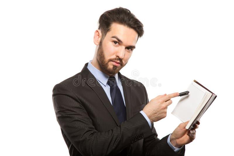 Jeune homme bel en journal intime noir de costume et d'affaires d'isolement photo stock