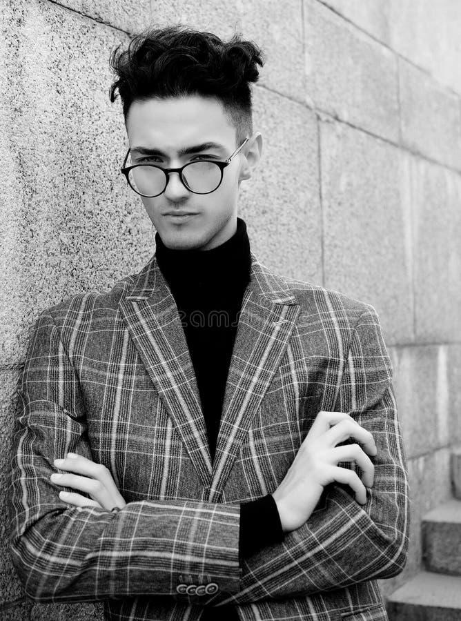 Jeune homme bel ?l?gant photo stock