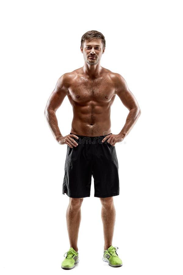 Jeune homme bel sexy de portrait de corps fort du ` s d'athlète avec le torse nu Pose sur le fond blanc de studio images stock