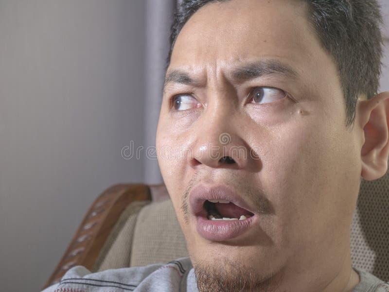 Jeune homme choqu? avec la bouche ouverte photos stock