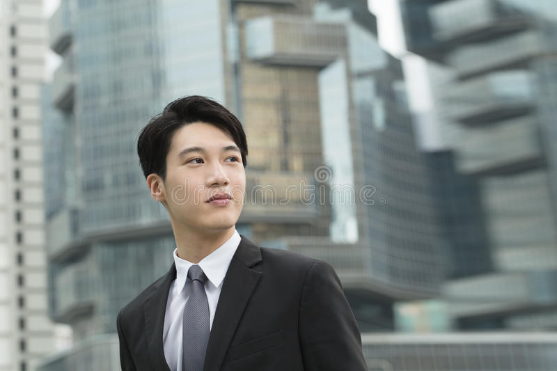 Jeune homme d'affaires asiatique photo stock