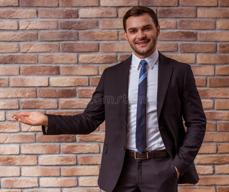 Jeune homme d'affaires attirant photo stock