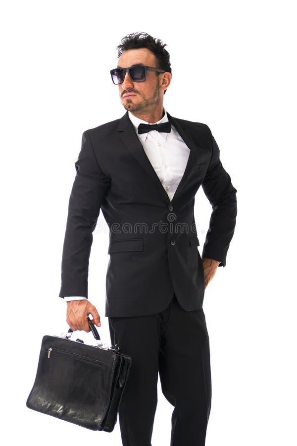 Jeune homme d'affaires attirant avec le costume et le bowtie, d'isolement images stock