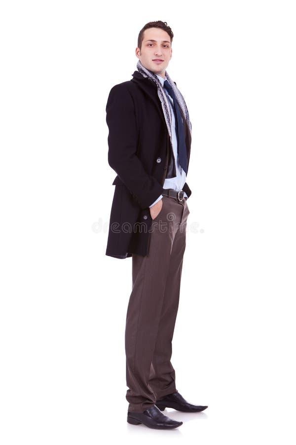 Jeune homme d'affaires avec la couche de l'hiver photos libres de droits
