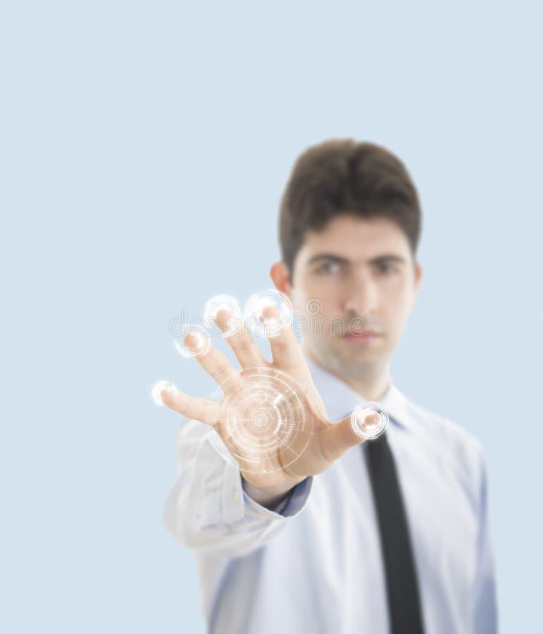 Jeune homme d'affaires avec la surface adjacente virtuelle photo libre de droits