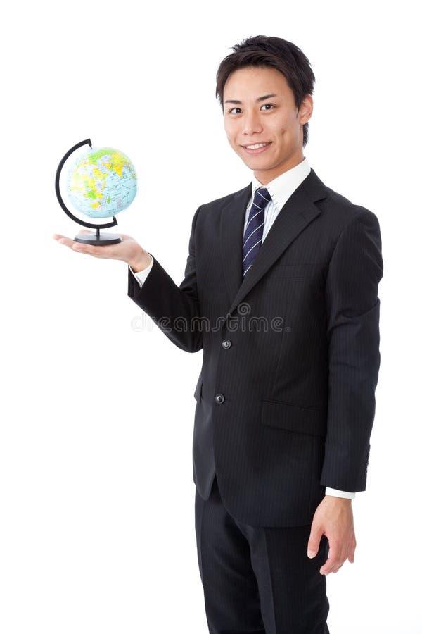 Jeune homme d'affaires avec un globe image libre de droits