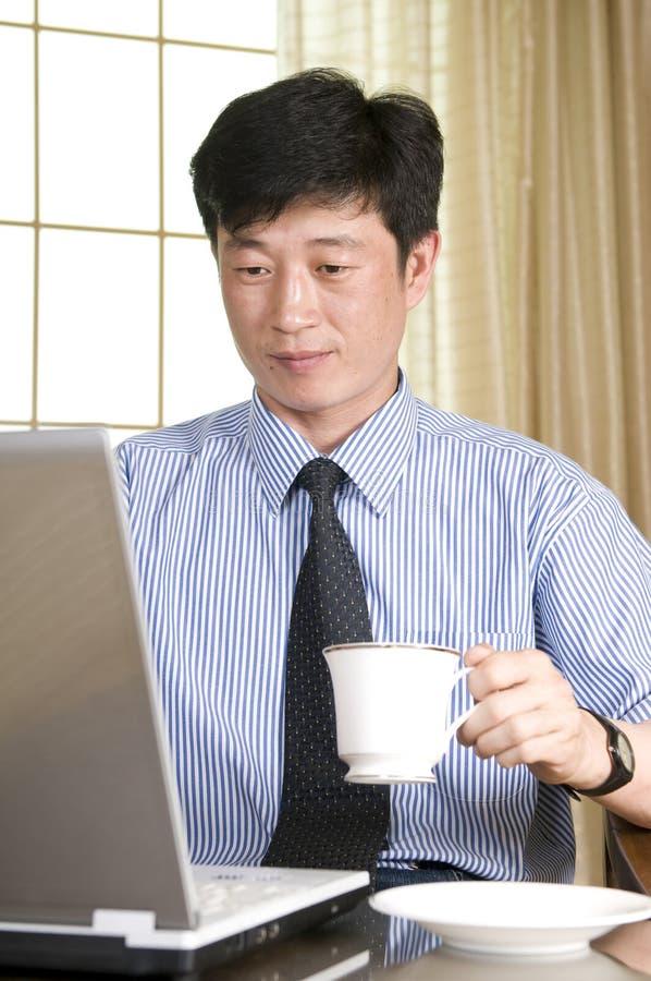 Jeune homme d'affaires coréen photographie stock libre de droits