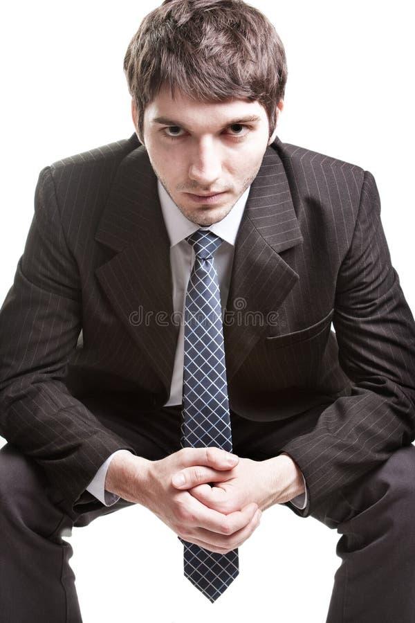 Jeune homme d'affaires déterminé au-dessus de blanc image stock
