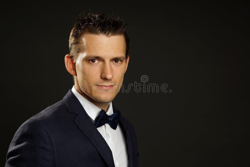 Jeune homme d'affaires dans le costume photo stock