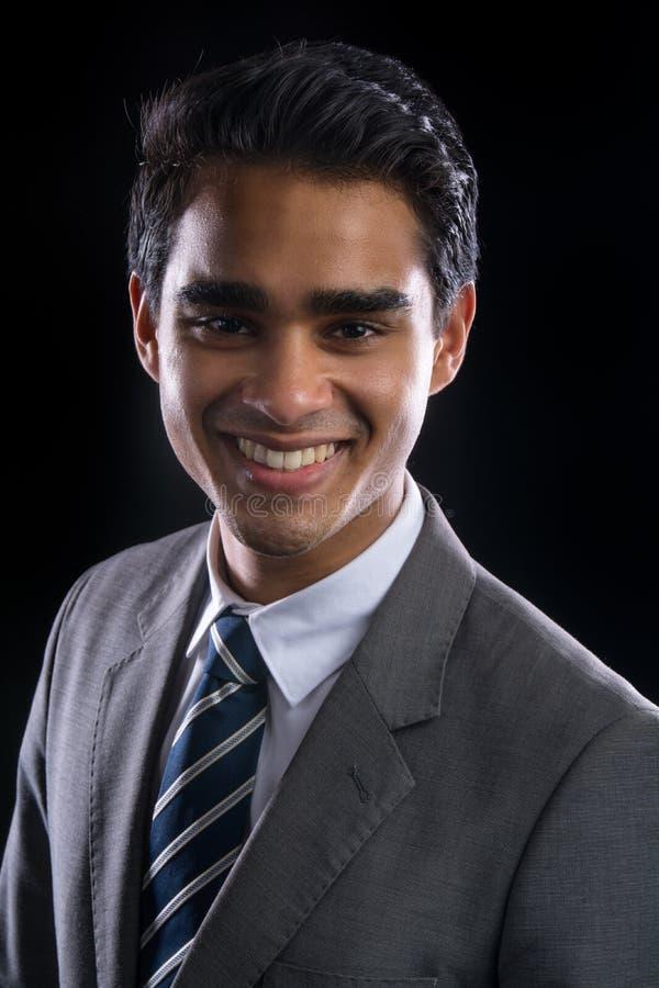 Jeune homme d'affaires dans le procès photographie stock