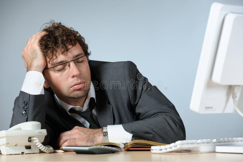 Jeune homme d'affaires de sommeil image libre de droits
