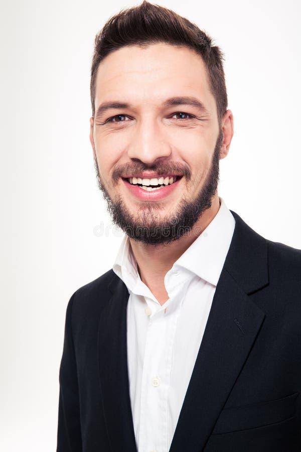 Jeune homme d'affaires heureux gai dans le costume noir et la chemise blanche photographie stock