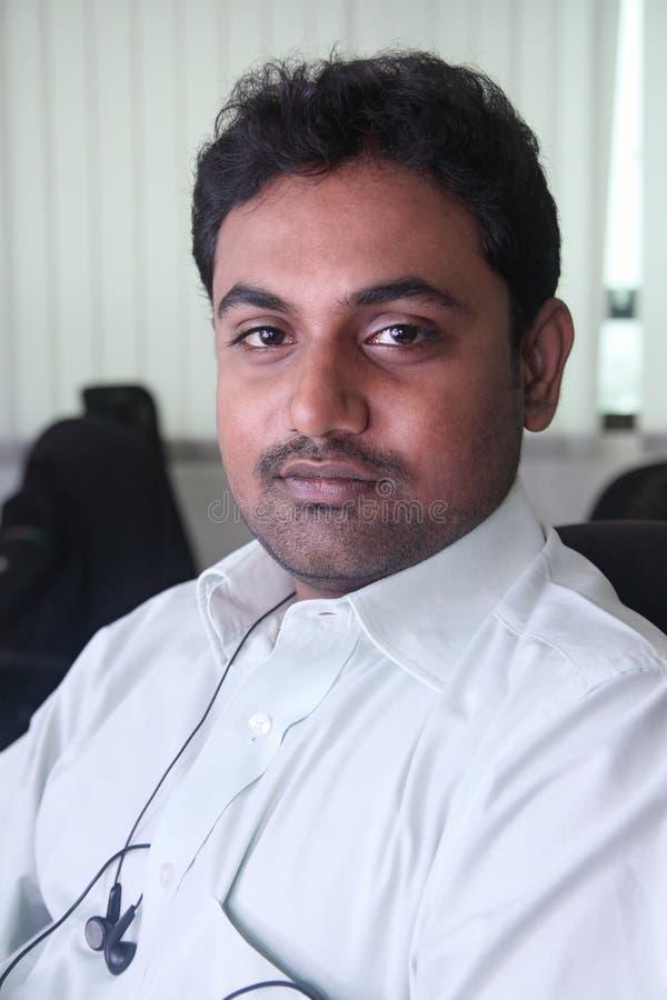 Jeune homme d'affaires indien image stock