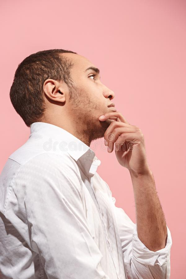 Jeune homme d'affaires réfléchi sérieux Concept de doute photos stock